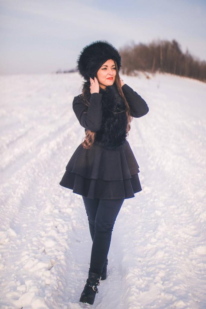 śnieg, snow, dziewczyna, zima, czapka, laliki, walking, chodzenie, radość, popołudnie